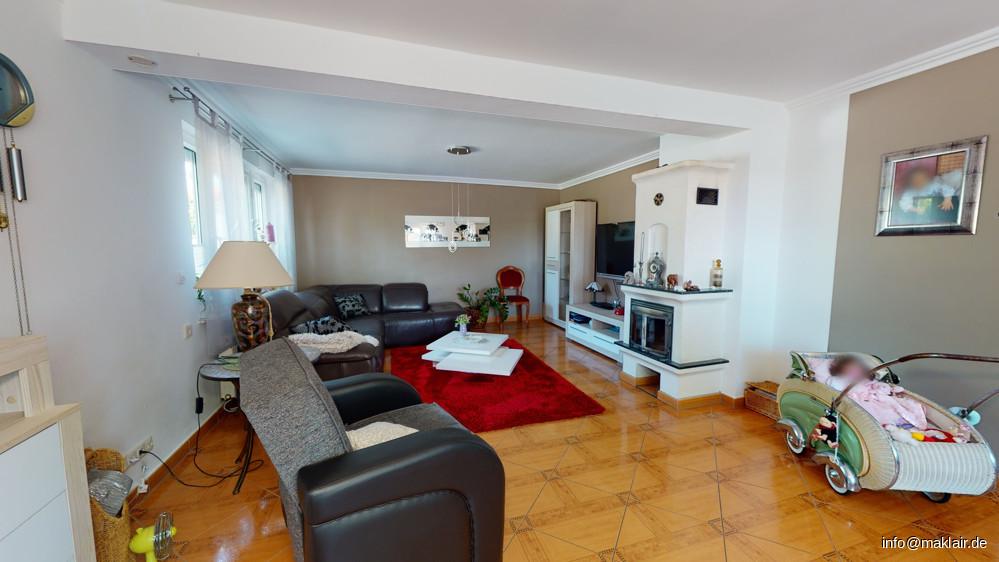 Wohnzimmer mit Kamin  (1)