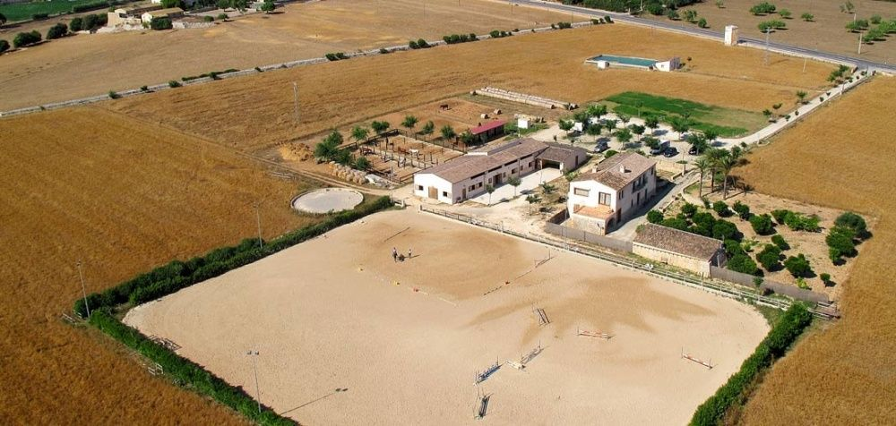 Aerial photo of the equestrian club of the house in Manacor