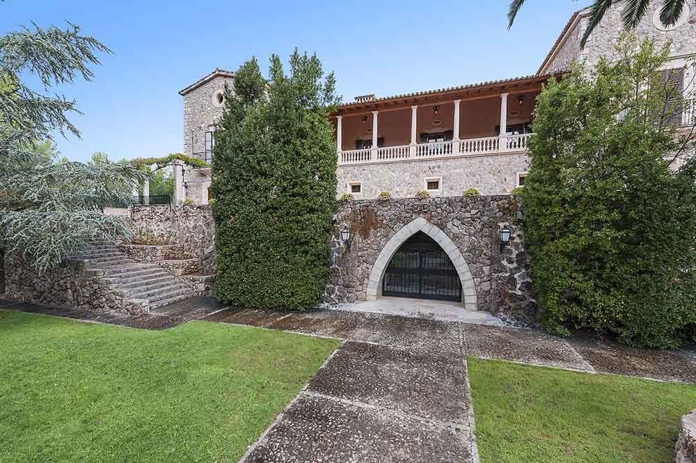 Representative manor house in the Tramontana valley, Puigpunyent