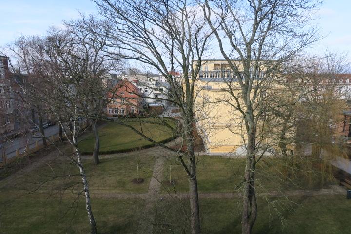 3050-Blick aus dem Schlafzimmer auf ehemalige Werderklinik