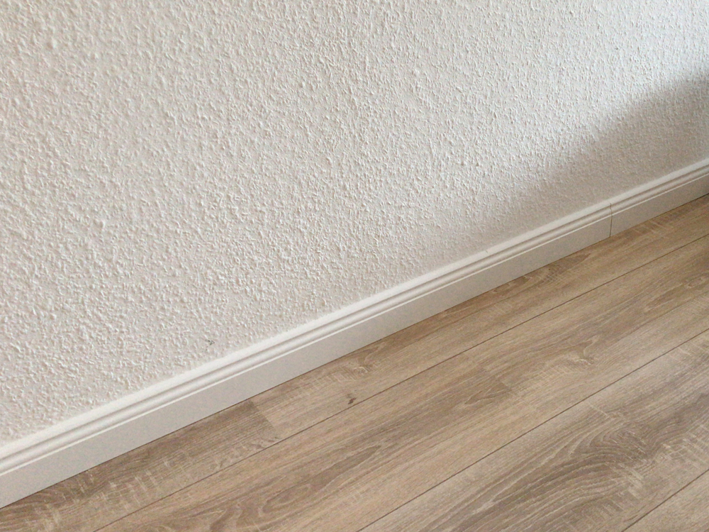 2162-Fußboden Detail Fußleiste
