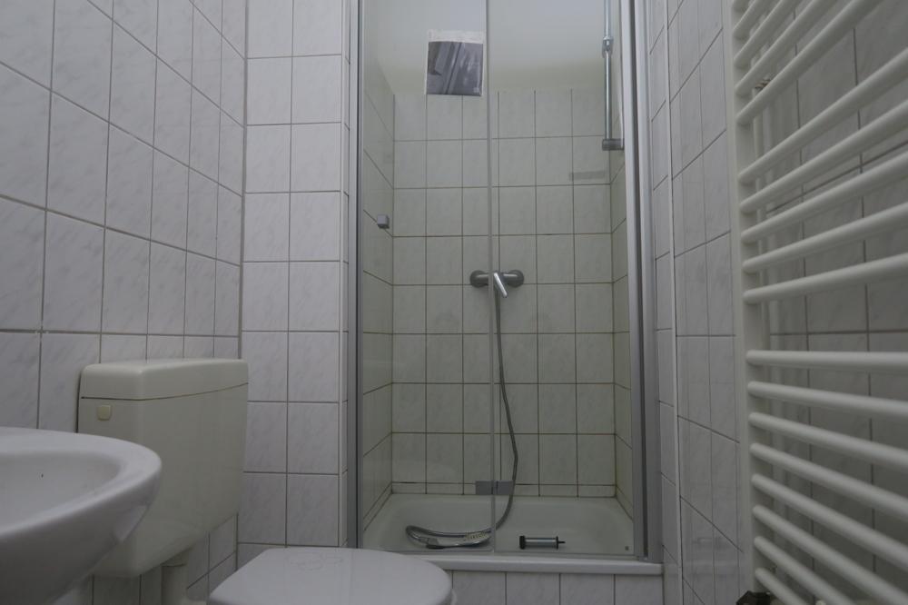 2793-Bad mit neuer Duschwand