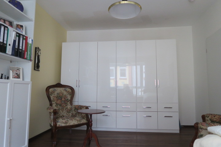 2719-Zimmer 2 Platz für großen Schrank
