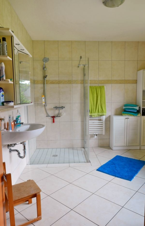 2761-Duschbad unten
