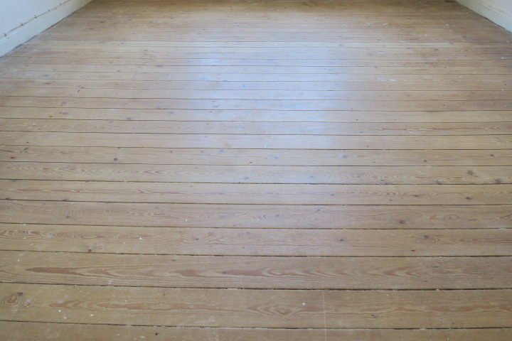 3290-Holzboden Zimmer 1