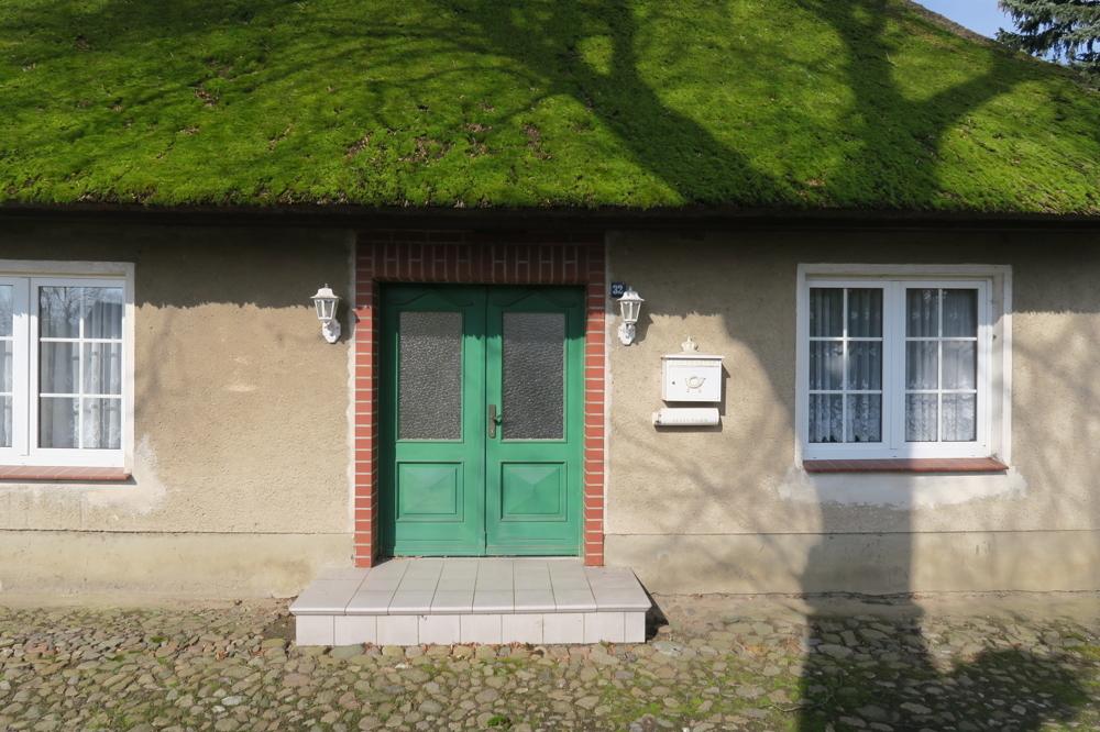 3366- E 2 - Eingang Straßenseite