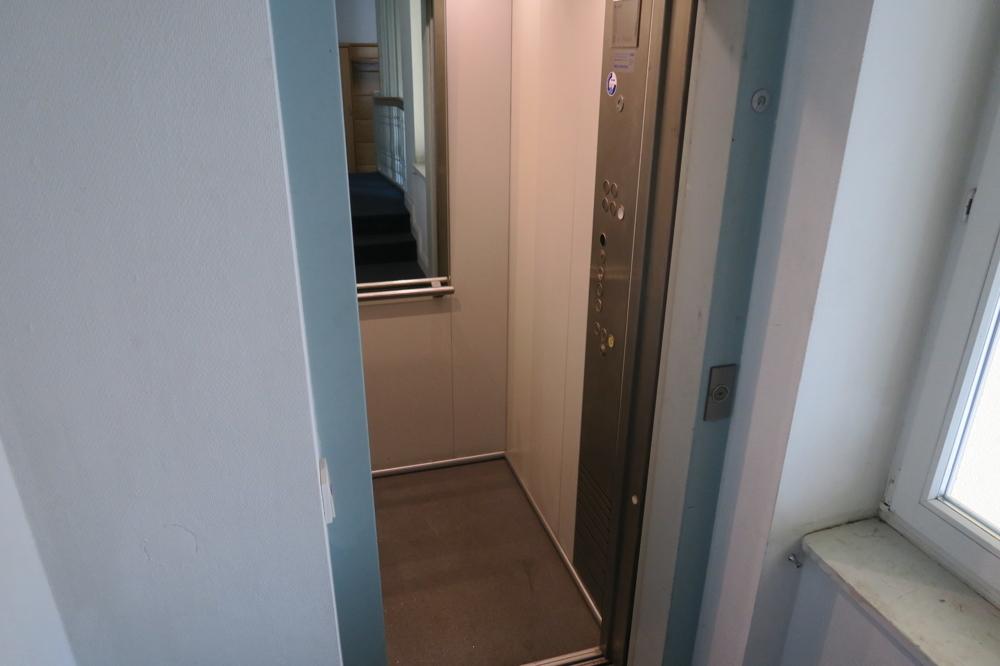 3370-Fahrstuhl