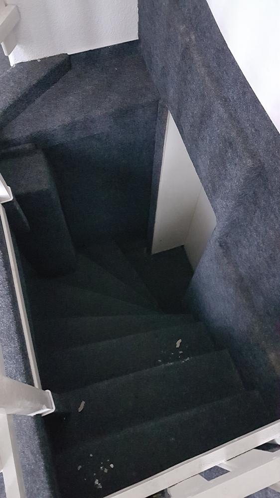 3375-Raum 2 - Treppe 7. Stufen zu den Toiletten