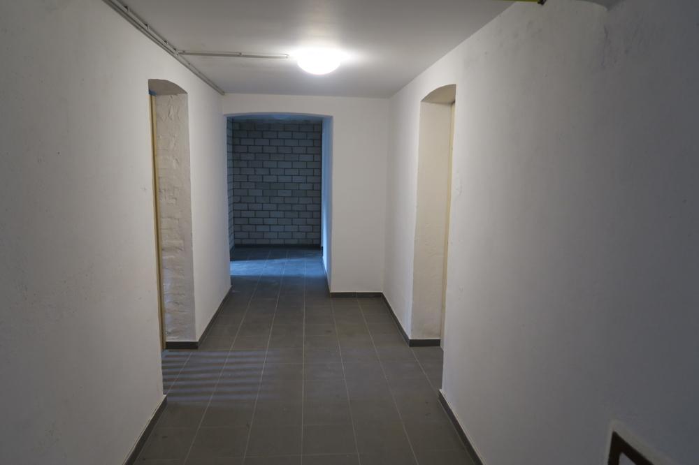 3423-Kellergang