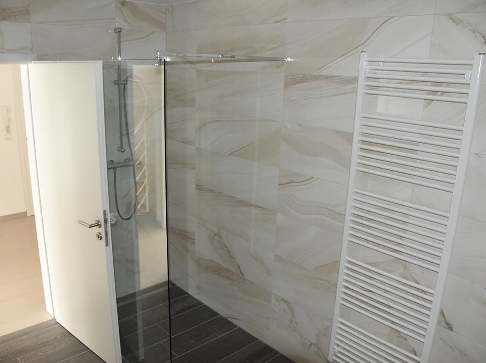 Bad mit  Dusche (Whg DG)