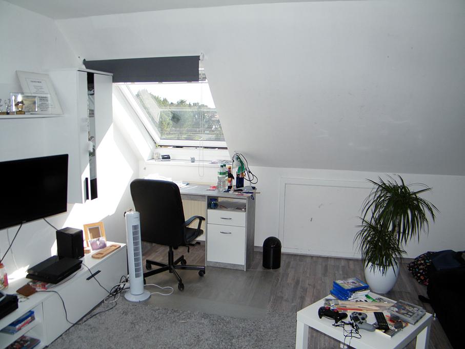 Zimmer Boden ausgebaut