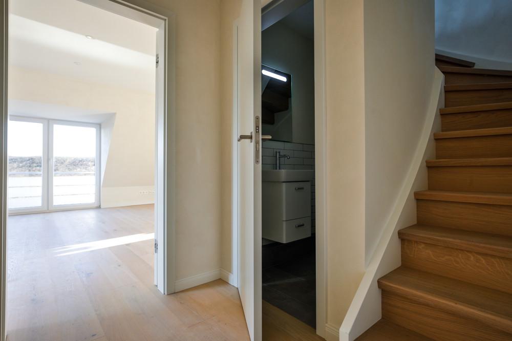 Treppenaufgang und Gäste-WC
