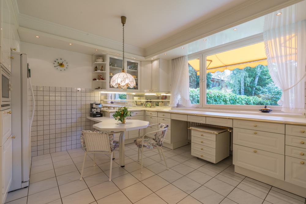 Küche mit Blick zum Garten