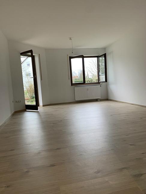 Wohnzimmer mit neuem Bodenbelag
