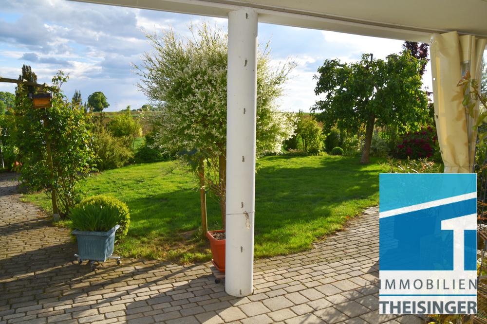 Überdachte Terrasse im Garten