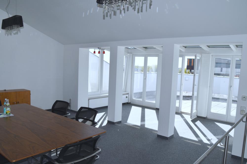 Besprechungszimmer in der 4. Etag mit Ausgang auf die Dachterrasse