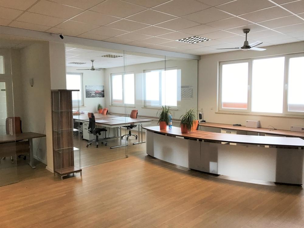 Büros mit Glasscheiben trennbar