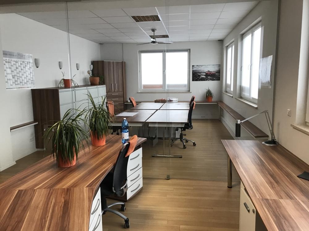 Die Büromöbel können abgelöst werden