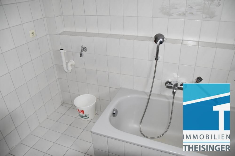 1 Bad mit Waschmaschinenanschluß