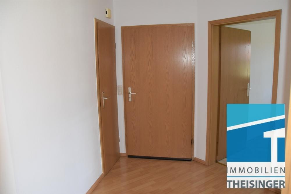 Diele, links Abstellkammer, Mitte Eingangstüre, rechts Küche