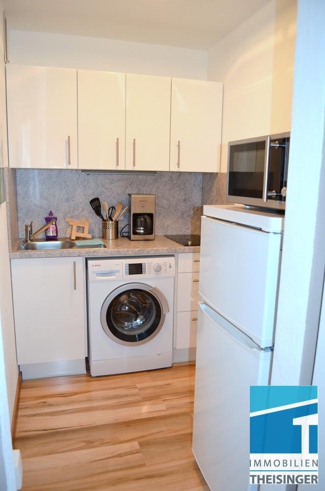 Küche ohne Fenster mit Waschmaschine