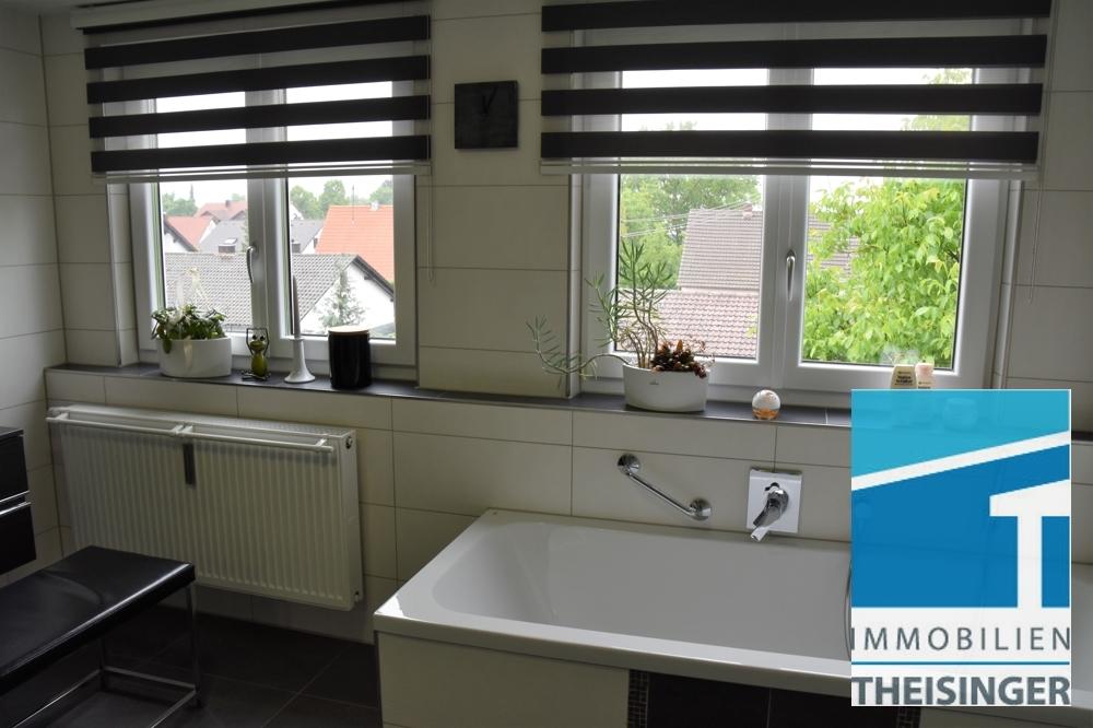 7 Badezimmer mit 2 großen Fenster