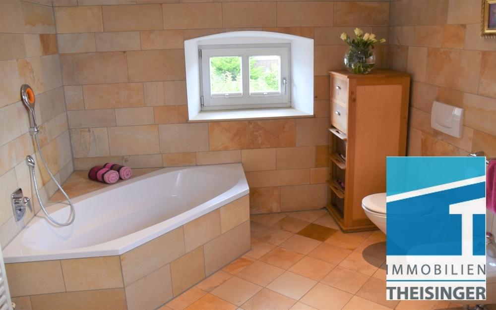 Badezimmer mit Solnhofener Platten ausgestattet