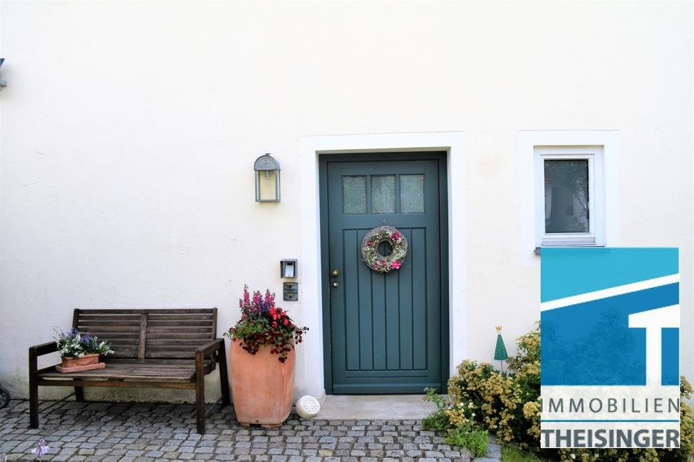 Hauseingang und Vorgarten mit Granitpflaster