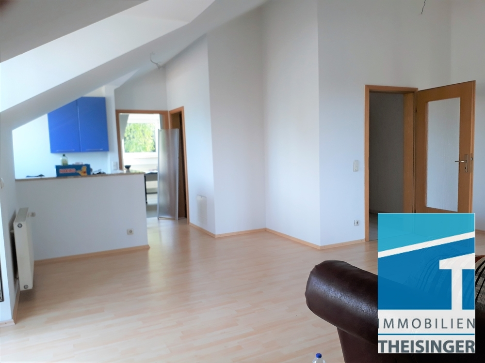Wohnbereich,m Sicht Küche, Eingänge Schlafen und Badezimmer