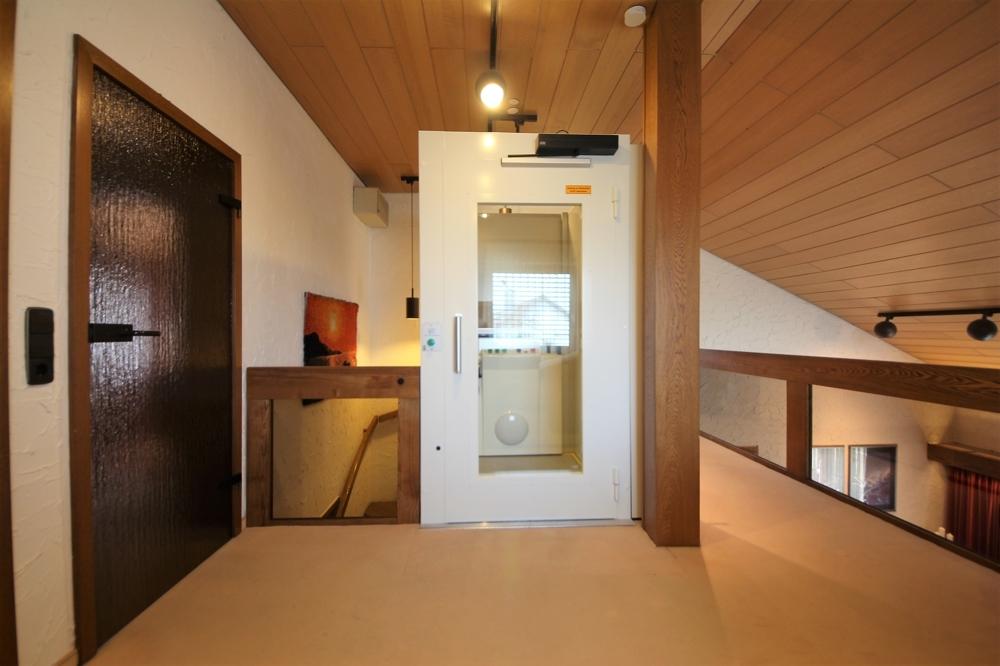 Galerie mit Fahrstuhl DG