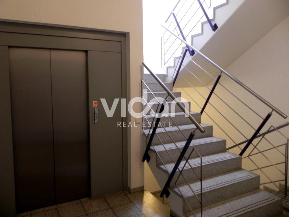 Aufzug-Treppenhaus