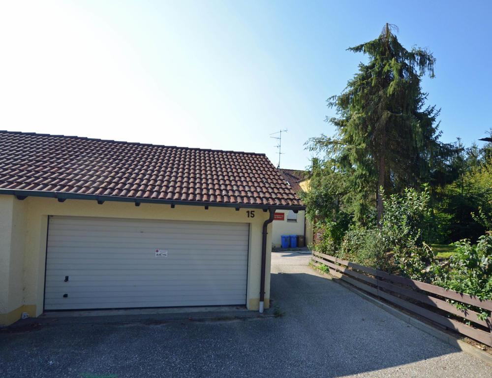Zufahrt und Garage