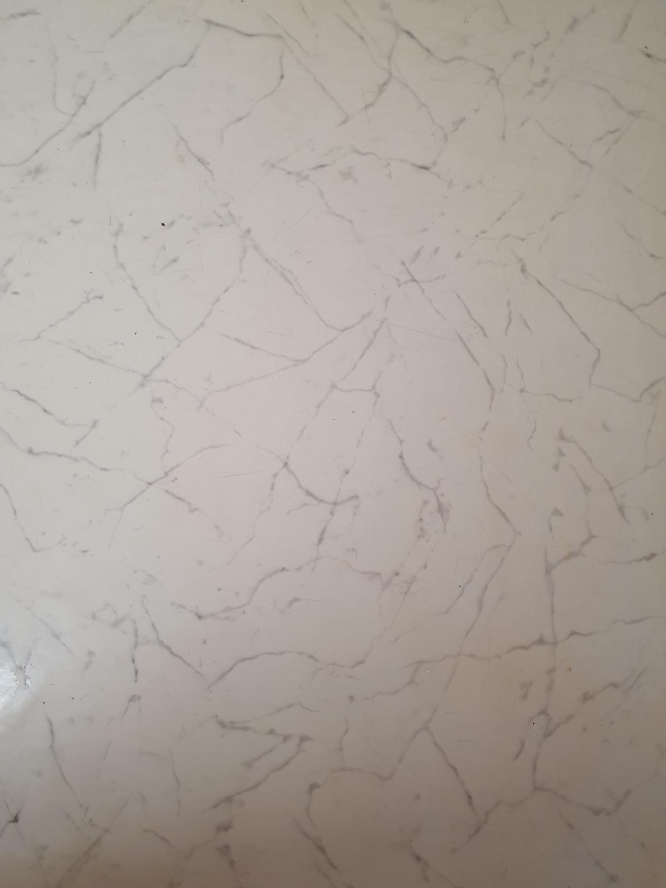 Fußboden im Flur und Küche