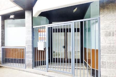 Eingang ... mit Sicherheitsgitter