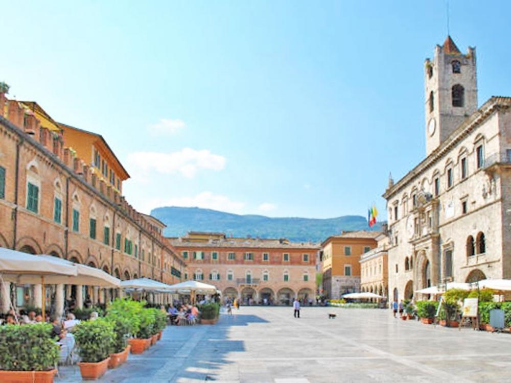 Ascoli, Piazza del Popolo