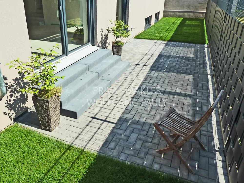Terrasse/ Gartenfläche