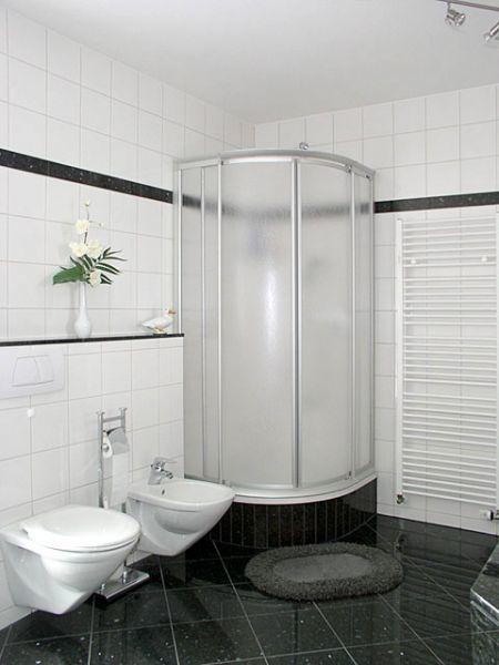 Bad mit Dusche ...