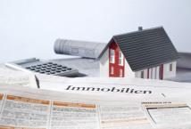 Zeitung mit Immobilieninseraten