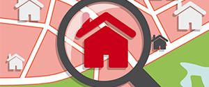 Lupe fokussiert Haus auf einer Karte