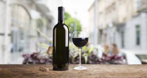 Weinglas mit Flasche