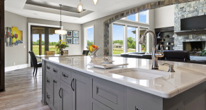 Großer Wohnbereich mit Küche