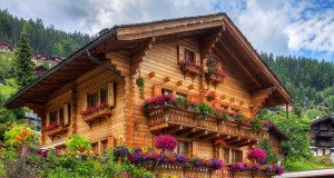 Traditionelles Holzhaus Alpen