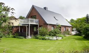 Einfamilienhaus mit Balkon und Garten