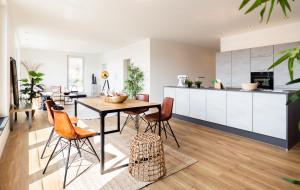 Offene Küche und Esszimmer