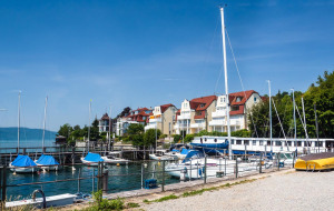 Mehrfamilienhäuser am Hafen