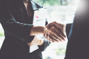 Verkaufsabschluss mit Handschlag
