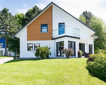 Gepflegtes Einfamilienhaus mit Grundstück