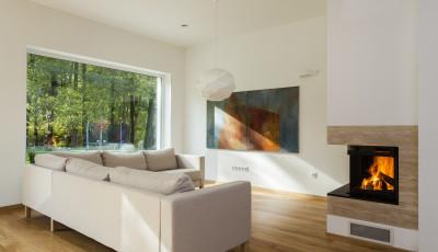 Modernes Wohnzimmer mit Kamin