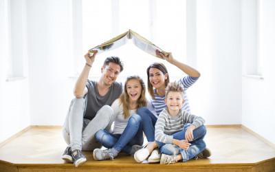 Junge Familie mit Kindern