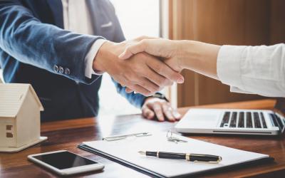 Handschlag bei Vertragsabschluss